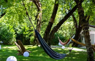 Terasa La Hamace te invită la relaxare